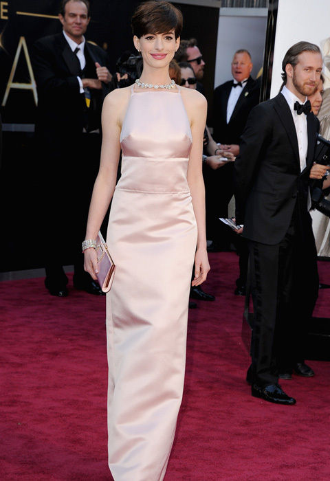 anne_hathaway_pink_prada_nipples_sticking_out_full_length_oscars_2013_red_carpet_18ilc7d-18ilc8g